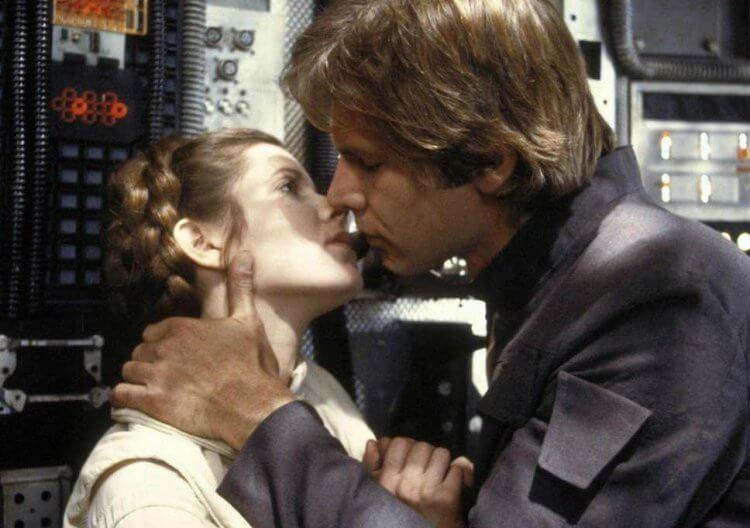 拍攝《星際大戰》期間,嘉莉費雪與哈里遜福特曾秘密交往過。