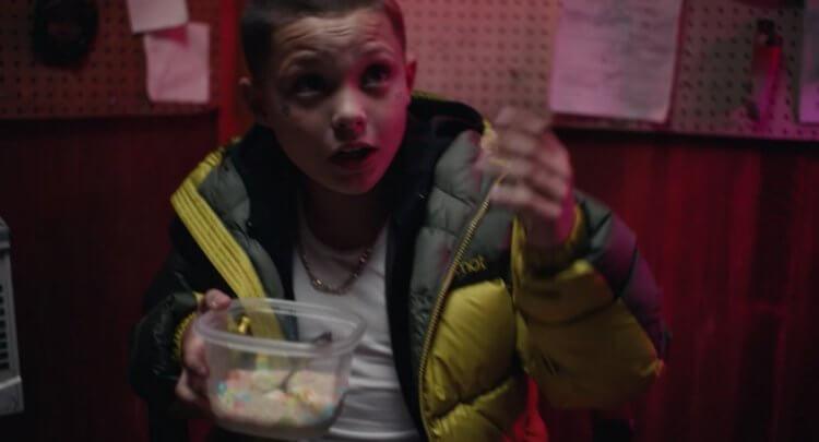 年僅 11 歲的賈逢華頓在《高校十八禁》中已經能夠將毒販演得傳神。
