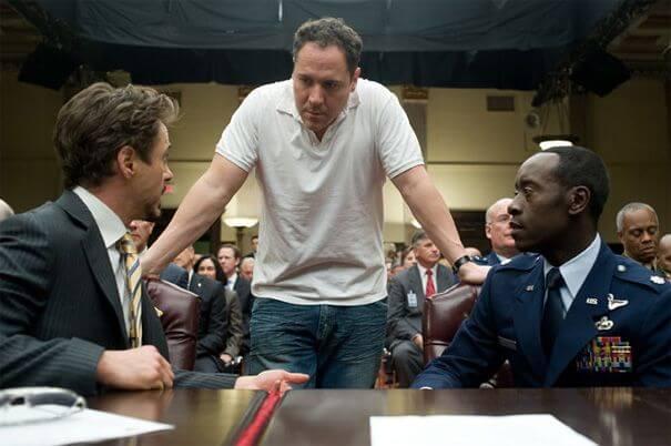 強法夫洛在漫威超級英雄電影《鋼鐵人 2》片場執導。