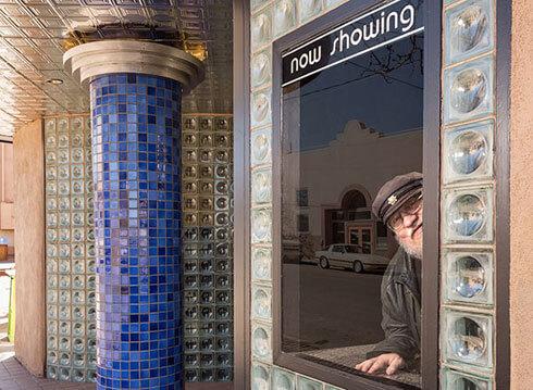 馬汀大神 2013 年買了一間地方電影院。