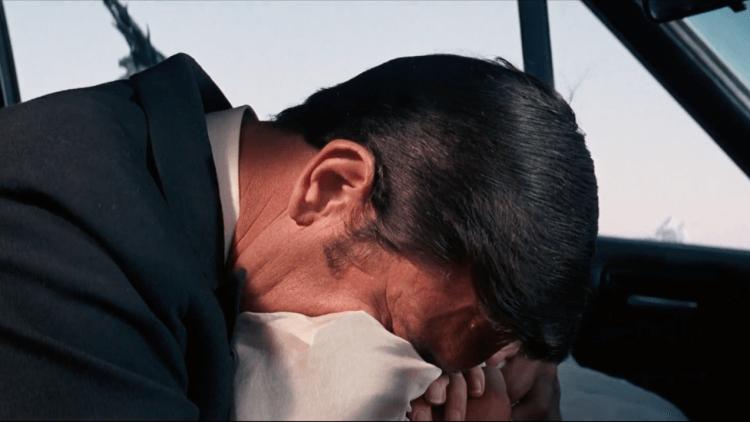 《007:女王密使》龐德崩潰的一幕。