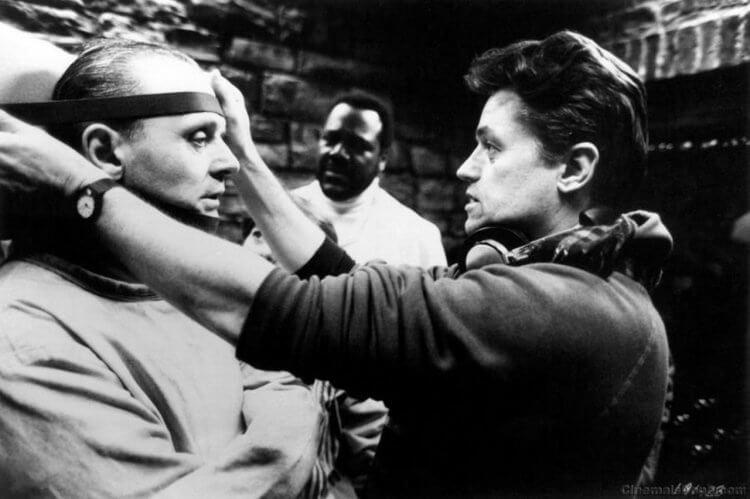 強納森德米於片場執導《沉默的羔羊》。