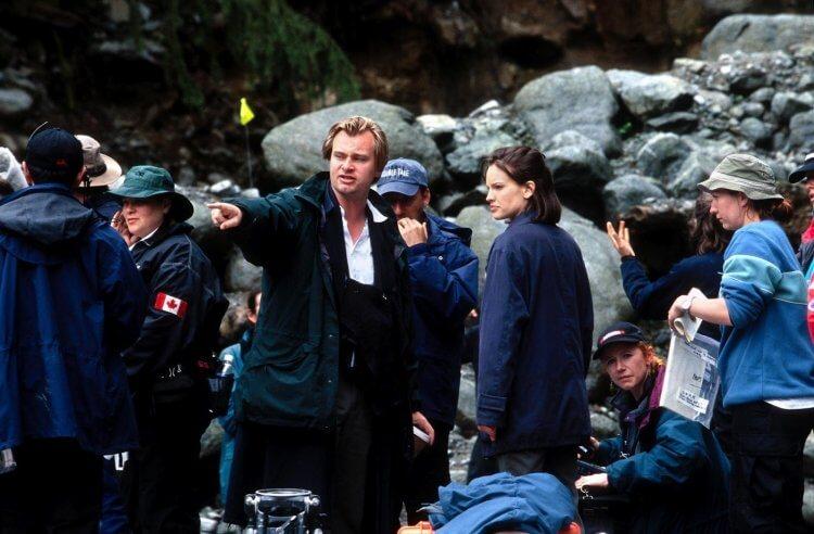 《針鋒相對》的片場側拍:諾蘭正指導著演員。
