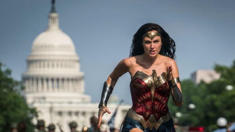 《神力女超人 1984》如果街上有人穿這樣跑步,很難不引起注意。