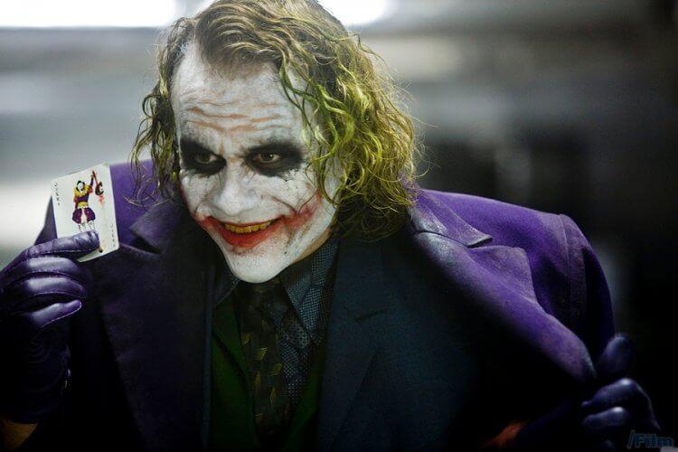諾蘭《黑暗騎士》蝙蝠俠電影三部曲:《黑暗騎士》中由希斯萊傑飾演的「小丑」。