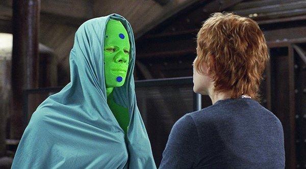 綠油油貝肯經常導致其他演員笑場。