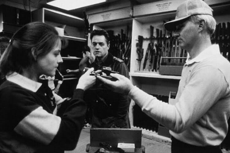 強納森德米(中)於片場中執導《沉默的羔羊》。