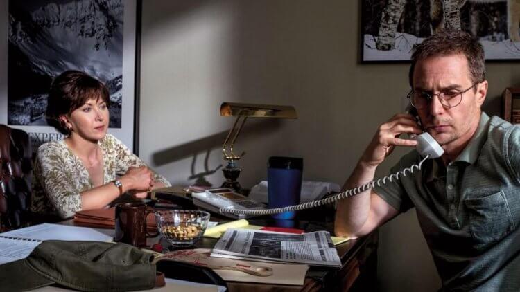 真實事件改編,克林伊斯威特導演電影《李察朱威爾事件》中的秘書(妮娜阿里安達 飾)與律師(山姆洛克威爾 飾)。
