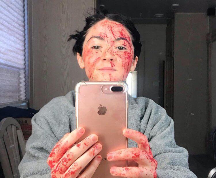 傅爾曼在《孤兒怨:首殺》的片場照,看來剛洗過蕃茄醬浴。