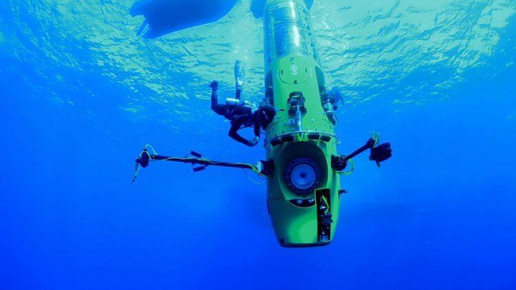 詹姆斯卡麥隆的潛水艇。