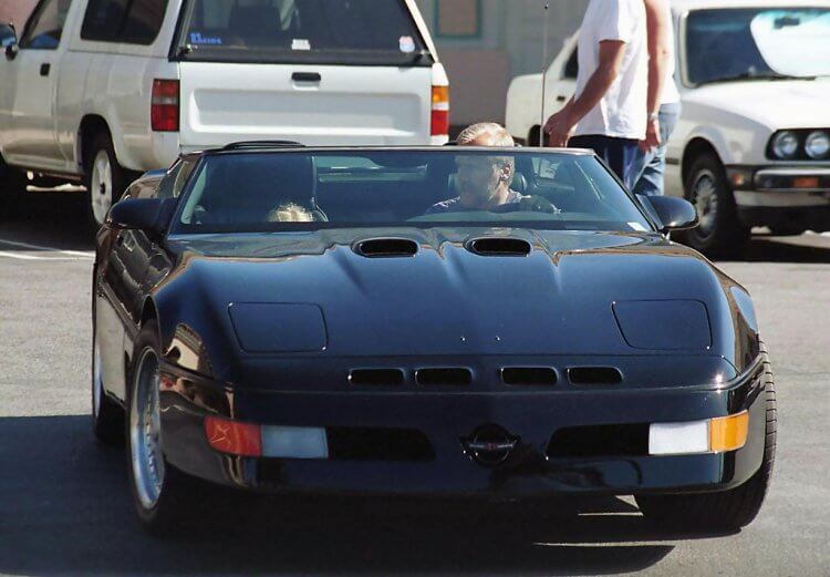 卡麥隆的科爾維特跑車。