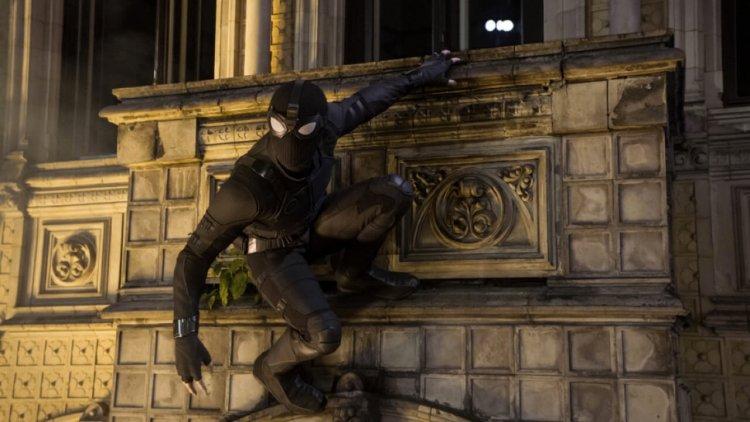 這夜晚屬於夜猴!索尼影業為了宣傳《蜘蛛人:離家日》影碟版,推出「夜猴」專屬預告首圖