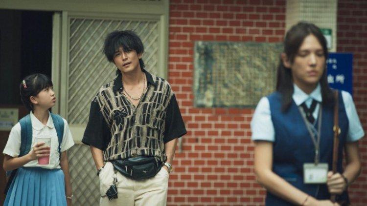 《當男人戀愛時》台客打扮的流氓邱澤,與白領公務員模樣的許瑋甯。