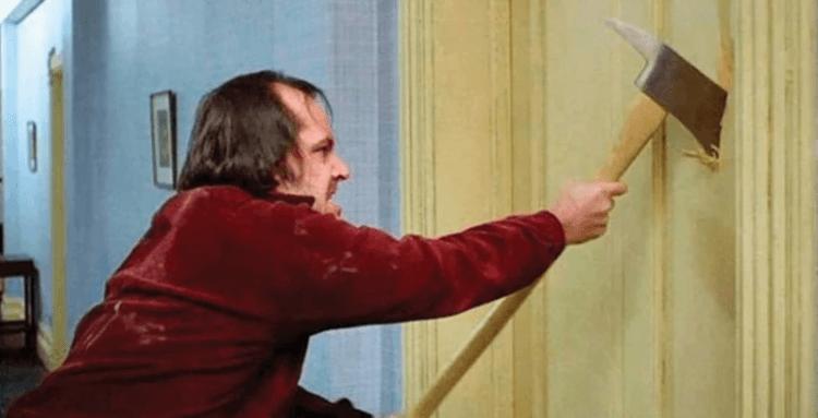 傑克尼克遜在史丹利庫柏力克的《鬼店》裡飾演一名喪失心智的作家。