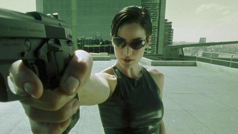 【人物特寫】《駭客任務》戰鬥女神崔妮蒂告訴凱莉安摩斯,她只能同時堅強又脆弱