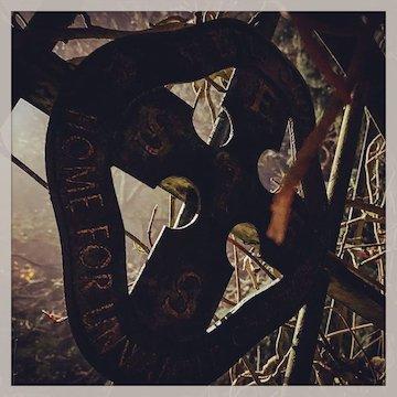 湯姆哈迪在網路上公開了一張與《猛毒 2》有關的照片,讓網友紛紛推測續集的劇情細節。