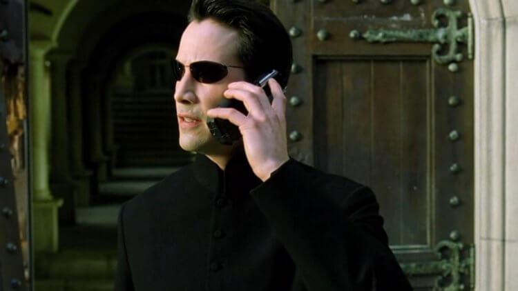 專心演戲或是玩手機,只能二選一:那些討厭在片場看到手機的好萊塢導演們首圖