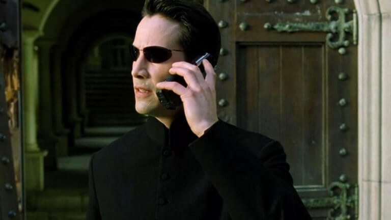 專心演戲或是玩手機,只能二選一:那些討厭在片場看到手機的好萊塢導演們