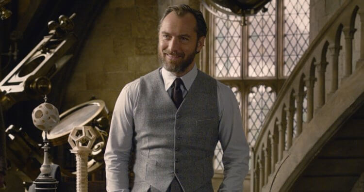 裘德洛在電影《怪獸與葛林戴華德的罪行》中飾演鄧不利多。