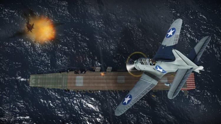 美軍於中途島大戰使用的道格拉斯無畏式俯衝轟炸機攻擊時的樣態。