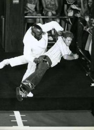紐約夜總會門口經常站有身材高大的保全,當年的「Mr.T」T 先生也不例外,他更曾是紐約夜總會裡最知名的保全。