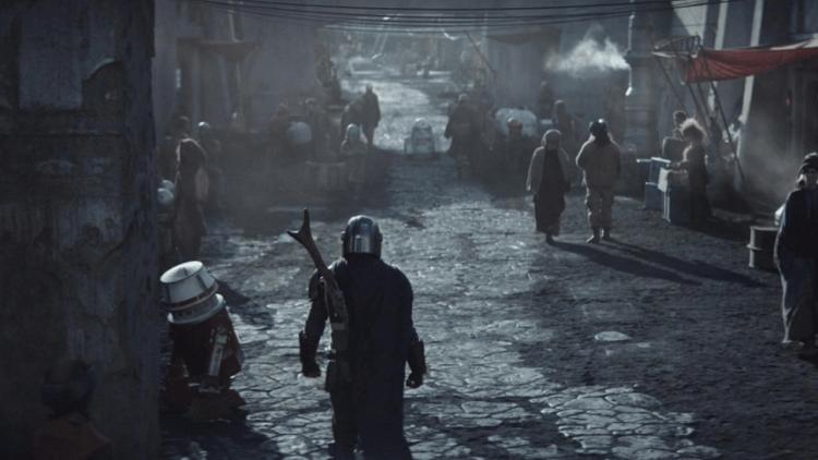 《曼達洛人》出現了與在《星際大戰四部曲:曙光乍現》的 R5-D4 類似的機器人。