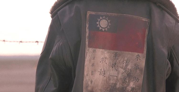 《太陽帝國》出現了中華民國國旗。