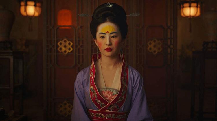 劉亦菲在電影《花木蘭》相親時的妝容是根據北魏女子的妝容設計的。