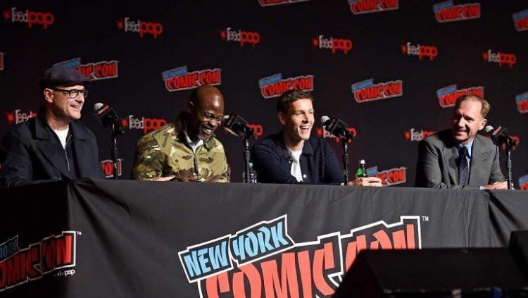 《金牌特務:金士曼起源》的主要卡司們於 NYCC 紐約動漫展發表會的現場。