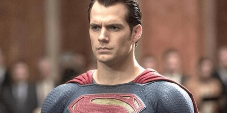 在 DC《正義聯盟》中飾演 超人 的 亨利卡維爾 (Henry Cavill) 對於史奈德剪輯版表示「過去的就讓它過去」。