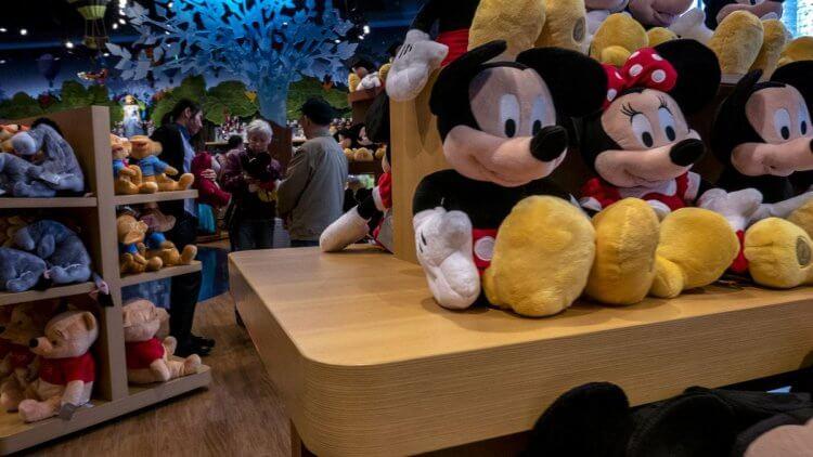 迪士尼禁不起中國市場的損失,連忙滅火。