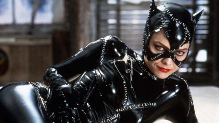 蜜雪兒菲佛在提姆波頓 1992 年的《蝙蝠俠大顯神威》中飾演貓女。