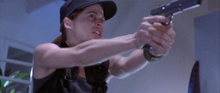 1991 年電影《魔鬼終結者 2:審判日》中由琳達漢彌頓飾演的莎拉康納。