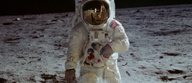 尼爾阿姆斯壯 (Neil Armstrong)