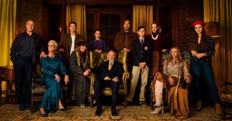 《鋒迴路轉》卡司陣容龐大,由丹尼爾克雷格、潔美李寇蒂斯、克里斯多福普拉瑪、克里斯伊凡,以及安娜德哈瑪絲等人主演。