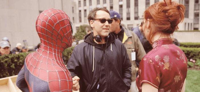 拍攝超級英雄電影《蜘蛛人》(Spider-Man) 三部曲時的導演山姆雷米 (Sam Raimi)。