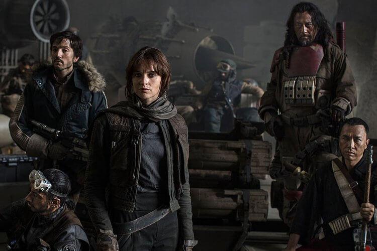 《星際大戰外傳:俠盜一號》由蓋瑞斯艾德華執導,時間設定在《星際大戰四部曲:曙光再現》之前。