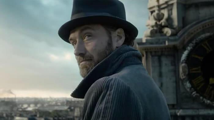 裘德洛在《哈利波特》作者 J.K. 羅琳編寫劇本的電影《怪獸與葛林戴華德的罪行》中接演鄧不利多一角。