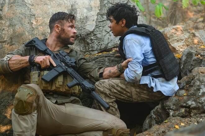 由克里斯漢斯沃 (Chris Hemsworth) 和大衛哈伯 (David Harbour) 主演的動作電影《驚天營救》(Extraction)