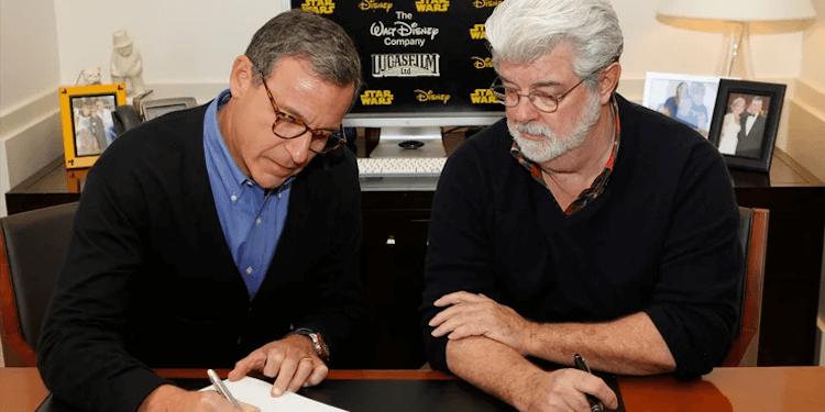 迪士尼執行長鮑勃伊格 (Bob Iger) 新書中談到喬治盧卡斯對《STAR WARS : 原力覺醒》(Star Wars: The Force Awakens) 的批評。