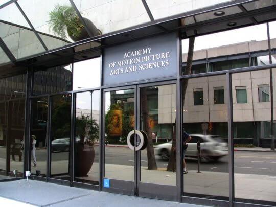 美國影藝學院大門口。