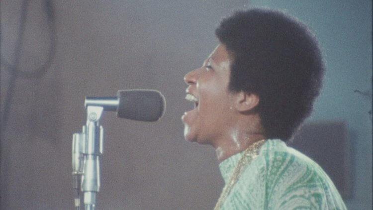 《奇異恩典》是艾倫艾略特與薛尼波拉克於 1972 年拍攝靈魂樂歌手艾瑞莎法蘭克林音樂會的紀錄片。