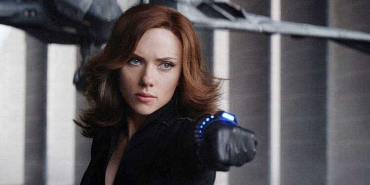 《美國隊長 3:英雄內戰》裡史嘉蕾喬韓森飾演的黑寡婦