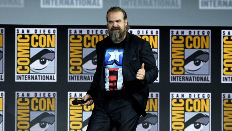 大衛哈伯沒事穿美國隊長 T-shirt 幹嘛呢?