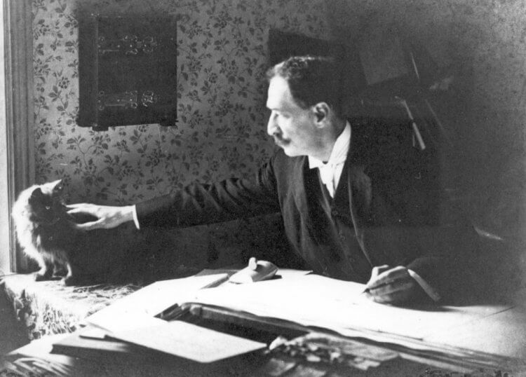 19-20 世紀時的英國愛貓畫家路易斯韋恩,他的生平故事將由班尼狄克康柏拜區詮釋,拍成傳記電影。