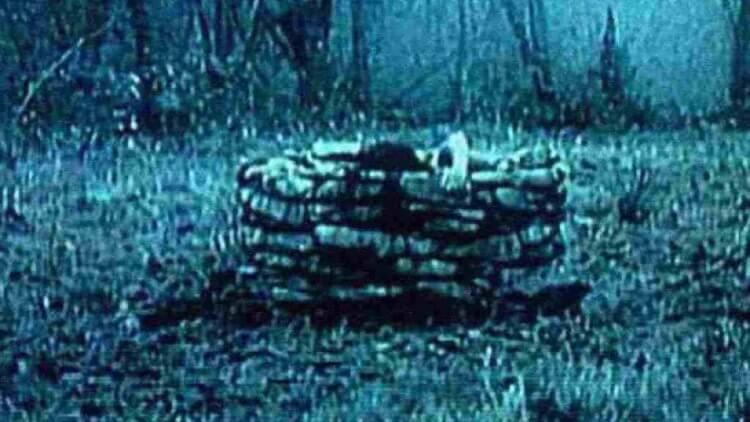 《七夜怪談》中出現的貞子,是日本恐怖電影的代表人物。