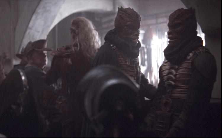 在《星際大戰五部曲:帝國大反擊》中出現過的特蘭多沙人也在《曼達洛人》出現。