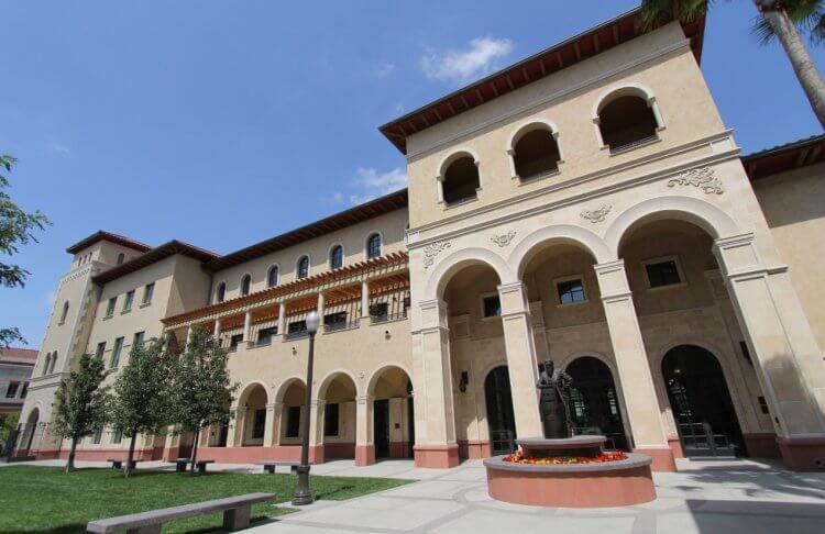 南加大電影藝術學院是美國最好的電影學院之一。