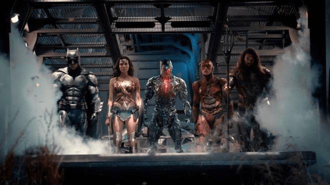 查克史奈德因故退出《正義聯盟》的拍攝,間接導致電影最終的失敗,也讓原定的 DC 電影計畫發生變化。