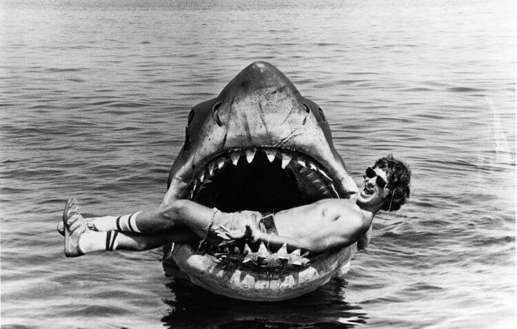 1975 年上映、由史蒂芬史匹柏執導的《大白鯊》,創下當時的票房紀錄,並獲得奧斯卡四項提名、三項大獎。